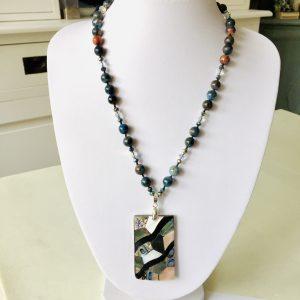 Juwelen van edelstenen en edelmetalen